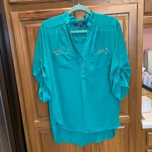 GREEN blouse with 3/4 length sleeves and zippers